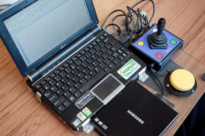 Laptop and adapted technologies